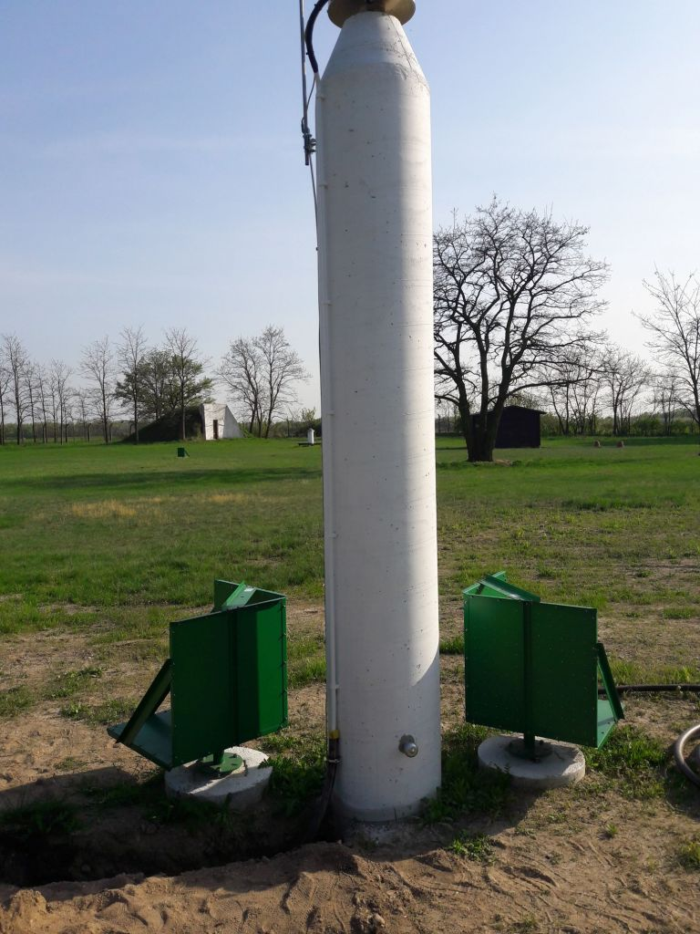 Pillar with PSI reflectors and levelling benchmark