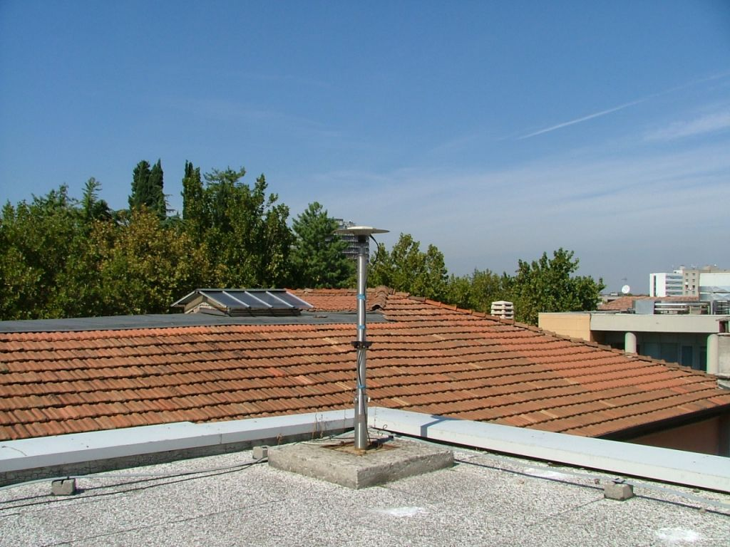 GPS Antenna LEIAT302+GP and Mast on the roof of Physics Department.