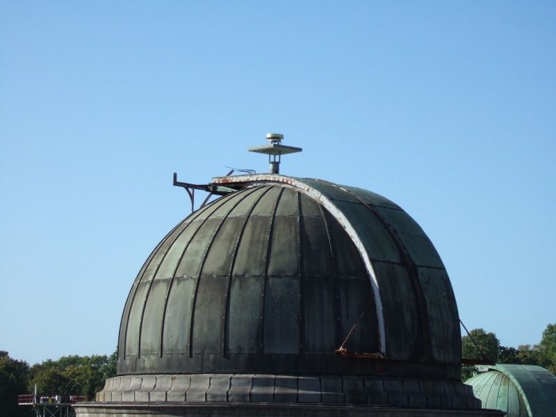BRUX antenna on telescope dome.