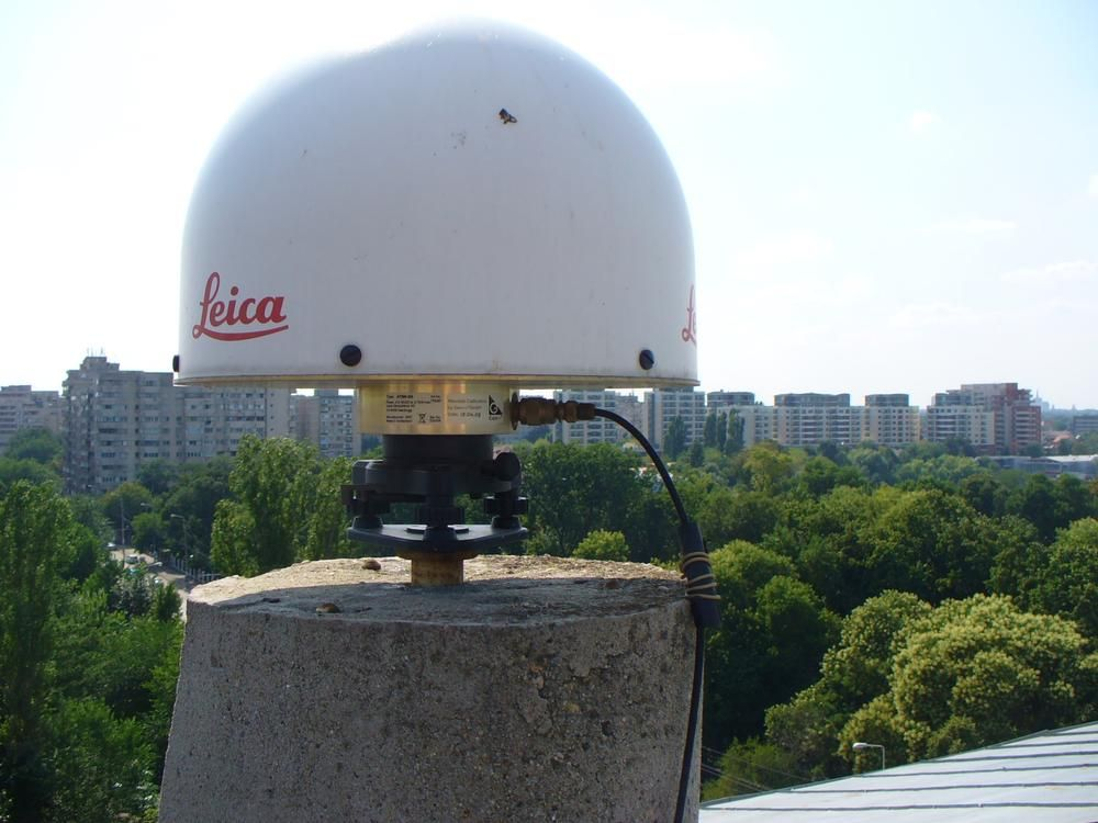 GNSS antenna - Leica AT504 GG and radome.