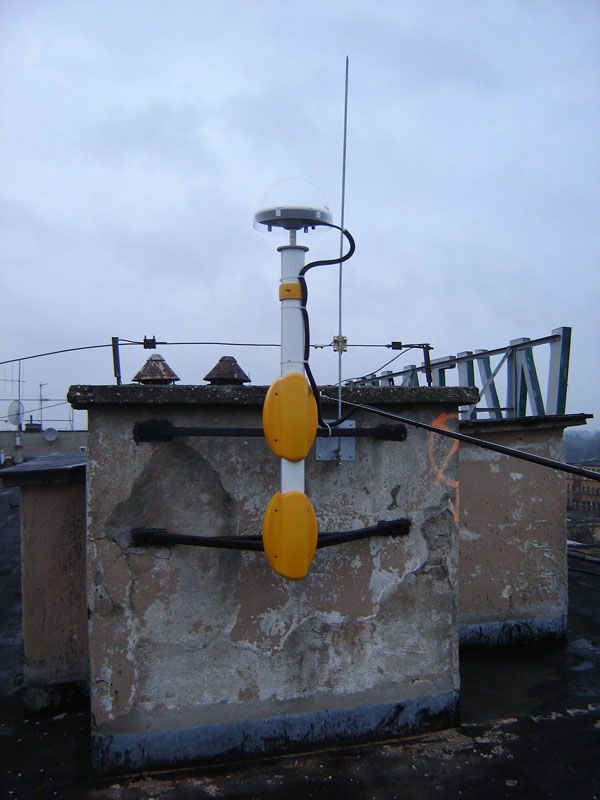 Trimble Zephyr Geodetic II antenna and mast overview of BYDG reference station.