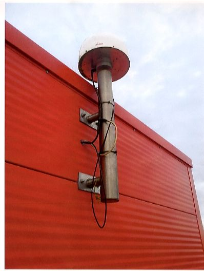 1 metre stainless steel tube attached with bracket