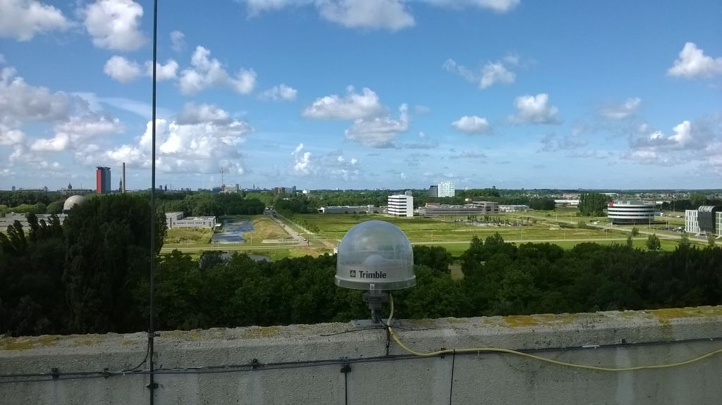 Marker 13502M004 with TRM29659.00 UNAV antenna on roof on North tower.