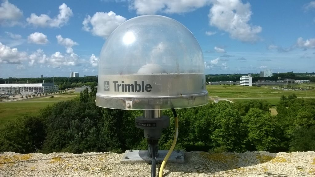 TRM29659.00 UNAV (replacement) antenna installed on 13 July 2016, with 50 mm spacer, on marker 13502M004