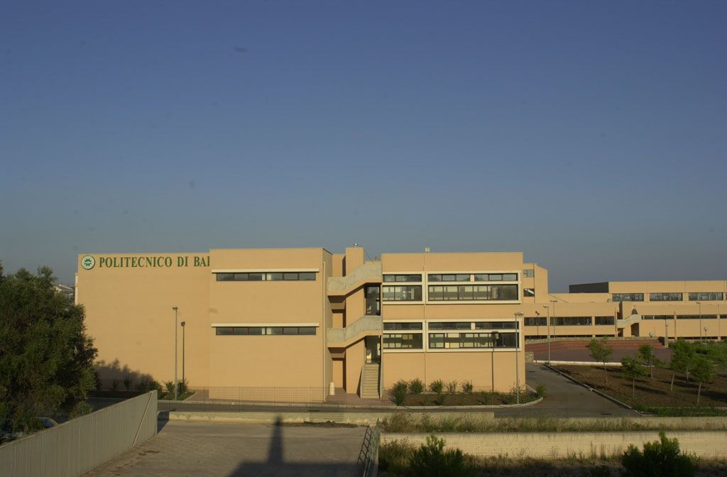 a view of the building where the antenna is placed.