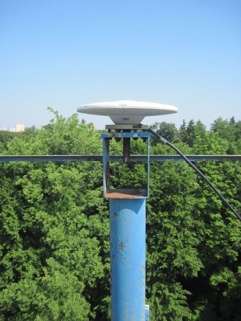 The TRM115000.00 antenna (Zephyr 3 Geodetic).