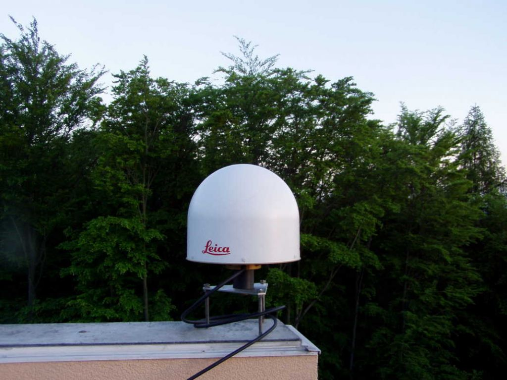 The Leica Choke Ring antenna LEIAR25.R4 with Leica radome on forced centering