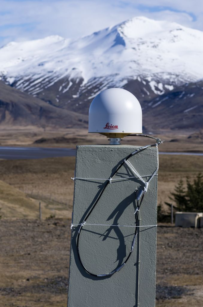 antenna with monument, direction north.