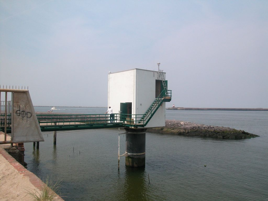 Tide-Gauge station Ijmuiden with GNSS Antenna (just above the door).