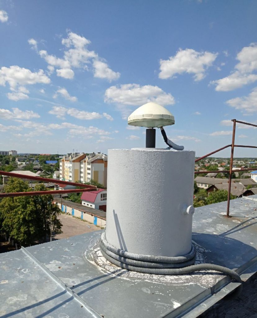 Monument/Leica AR10 antenna, view from east