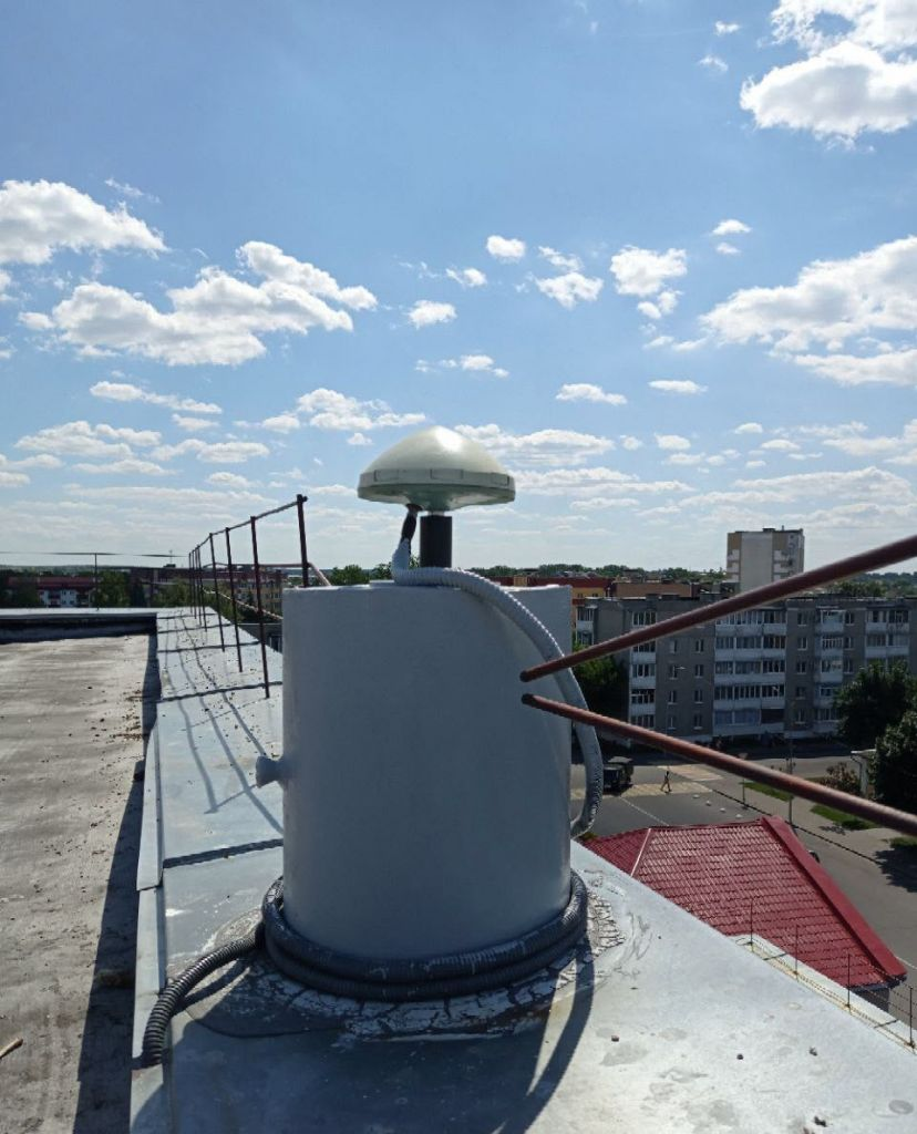 Monument/Leica AR10 antenna, view from northwest