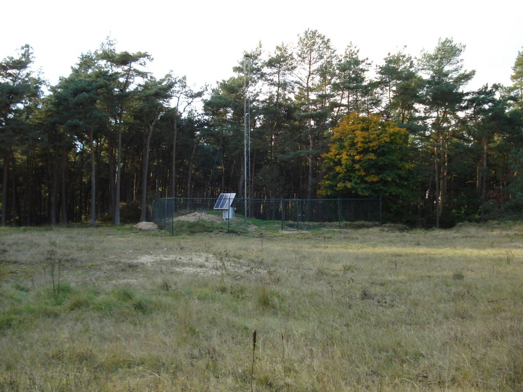 KOSG with solar panels, instrument cabinet and fence in September 2008.