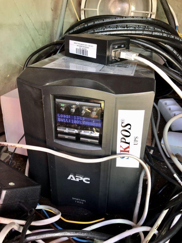 UPS: APC Smart-UPS 1000
