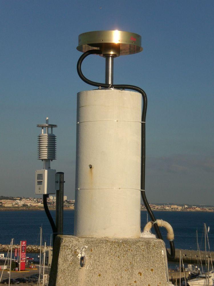 pillar, Antenna, Paroscientific Meteorological Sensor and surroundings - West view.