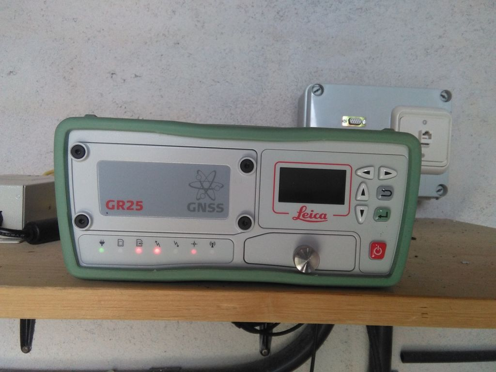 LEICA GR25 receiver