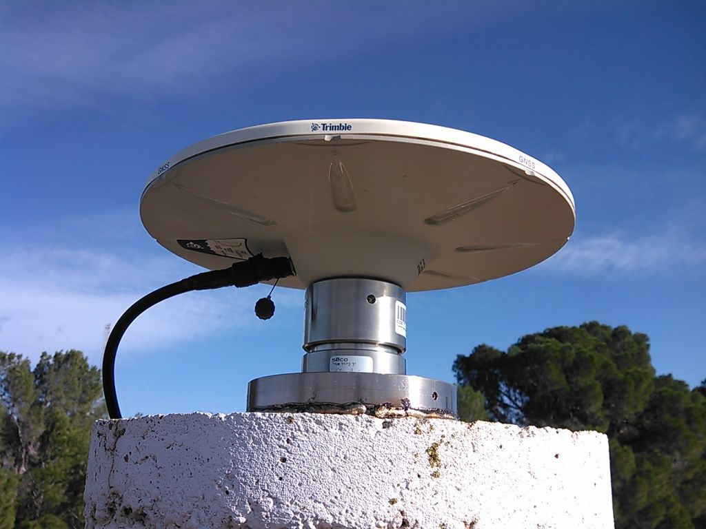 Antenna Zephyr Geodetic II and antenna mount SECO 2072-33