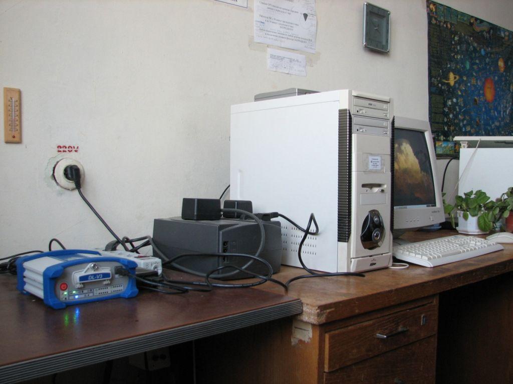 NovAtel DL-V3 receiver (NOV OEMV3) and on-site PC.