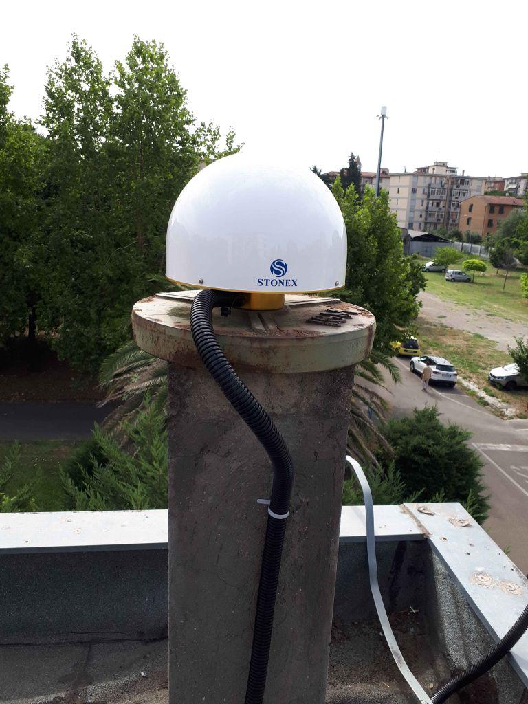 STXSA1500 antenna, with radome STXG, sited on the pillar