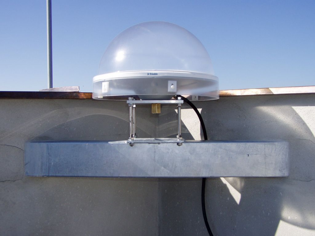 detail of Trimble Zephyr Geodetic antenna.