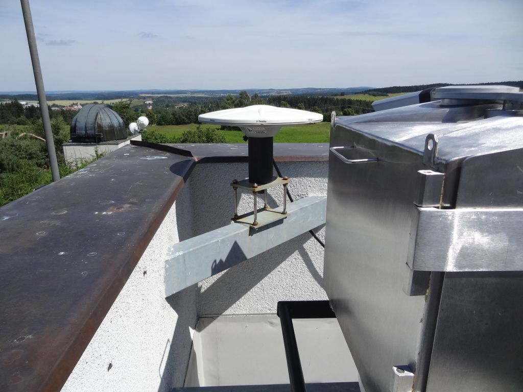 Trimble Zephyr Geodetic Model 2 antenna at the spacer.
