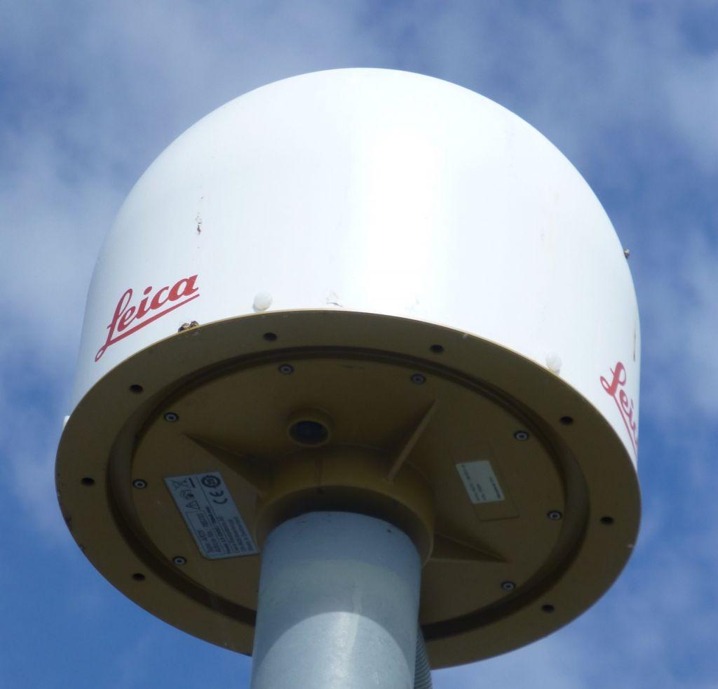 Leica LEIAR25.R4 antenna with radome LEIT.
