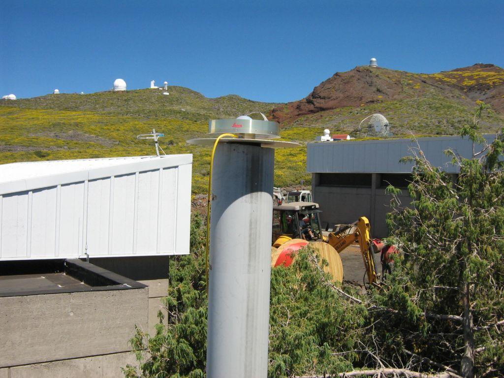 GNSS LEIAT504GG antenna (without radome).