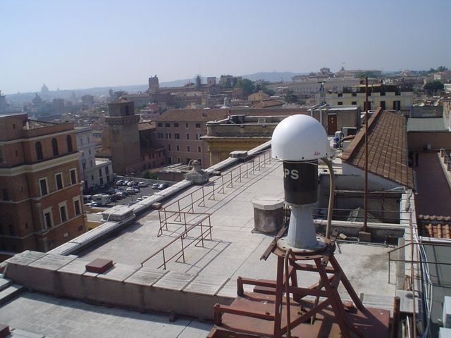 LEIAT504GG antenna with LEIS radome.