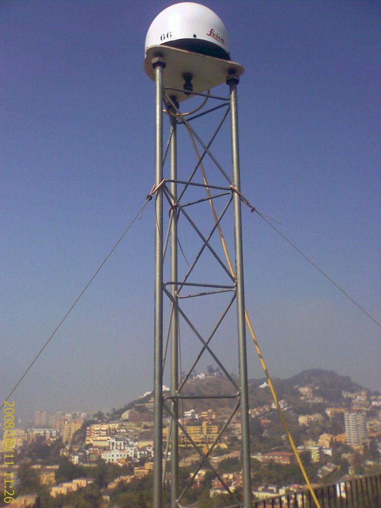 LEIAT504GG antenna with LEIS radome.