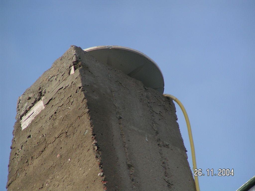 TRM41249.00 antenna mounted on the top of concrete pillar.