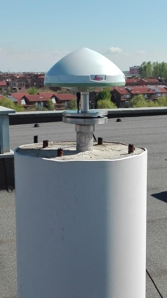 antenna: detail of the installation with SCIGN adaptor. One more adaptor was added with 5 cm height.