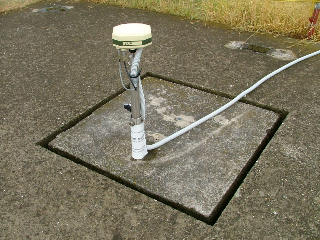GPS Antenna LEICA SR399_INT and Receiver SR399 on concrete block (foundation depth 8 m).