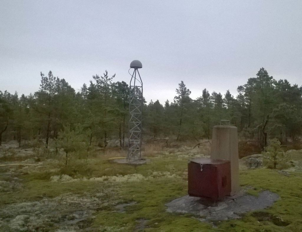 OLK2 looking to East. An old measurement pillar in the right.
