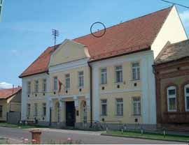 the host building (Land Survey Office), the circle on the roof indicates the antenna.