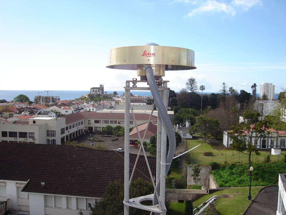 antenna (LEIAT504GG), Iron support and surroundings - North view