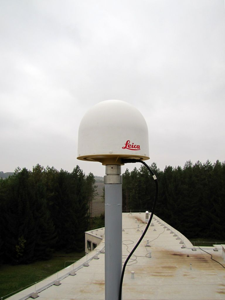 LEIAR25.R4      LEIT antenna on the steel pipe.