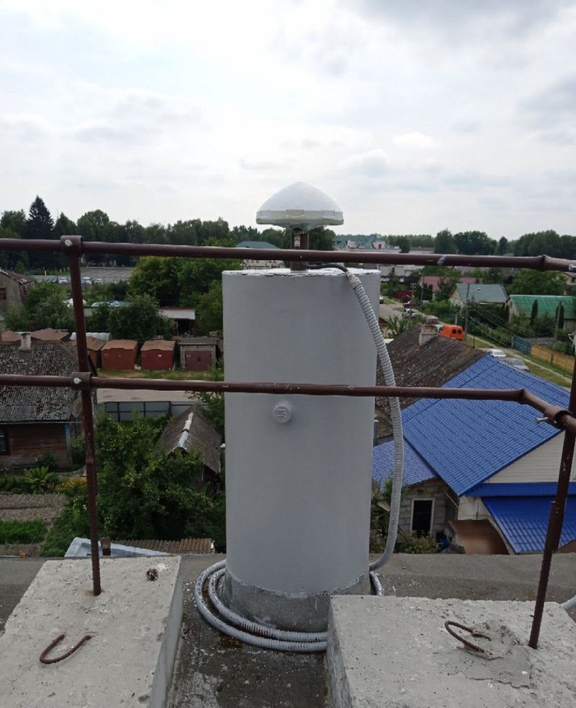 Leica AR10 antenna, view from north
