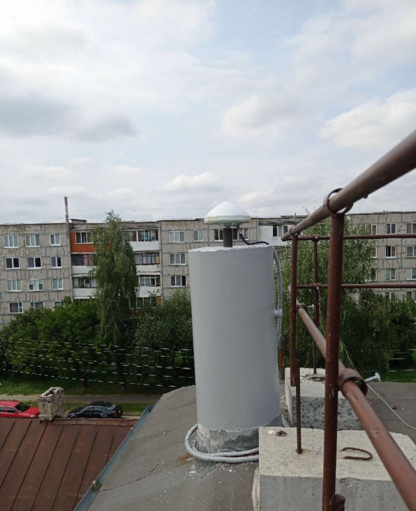 Leica AR10 antenna, view from east