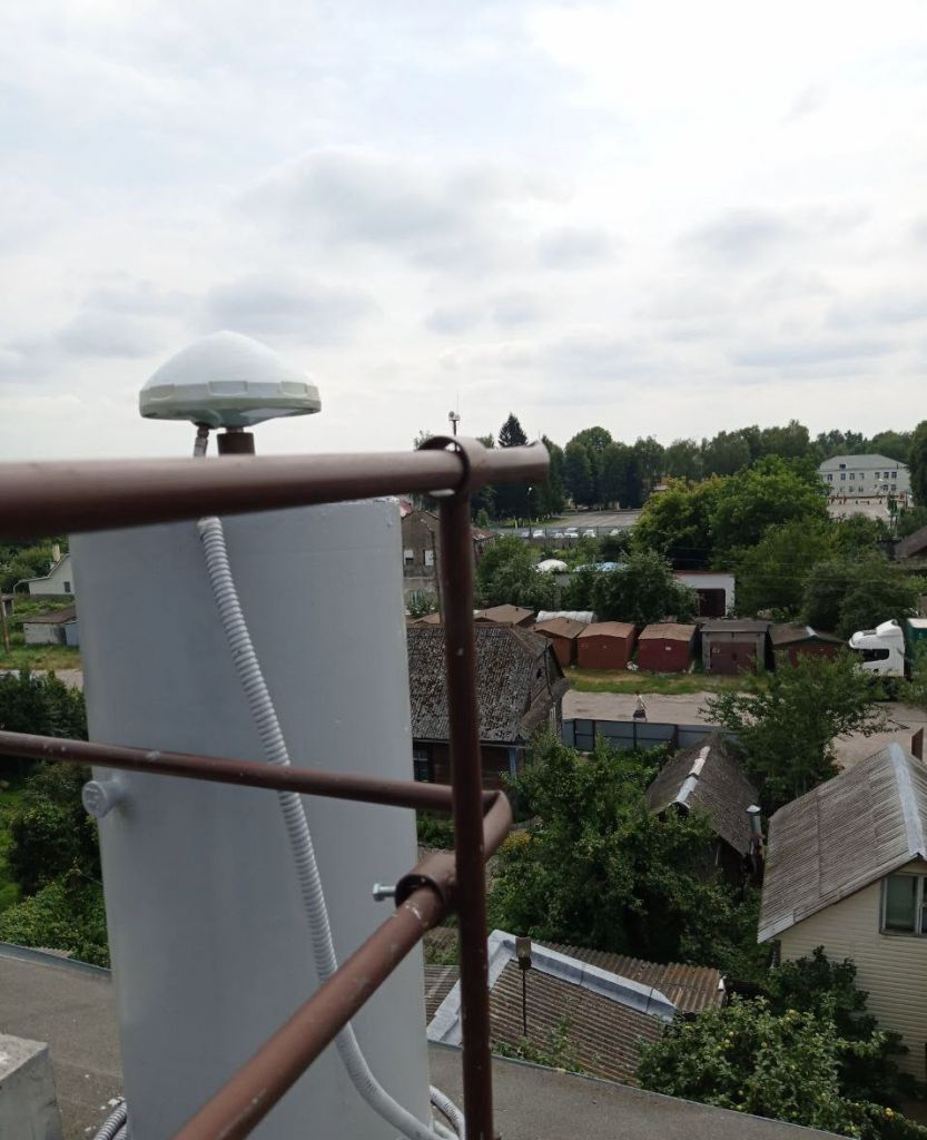 Leica AR10 antenna, view from northwest