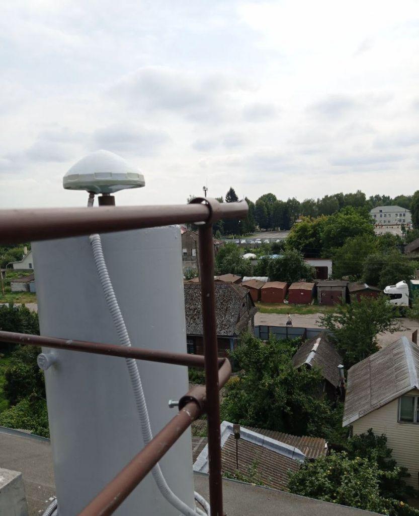 Leica AR10 antenna, view from northwest