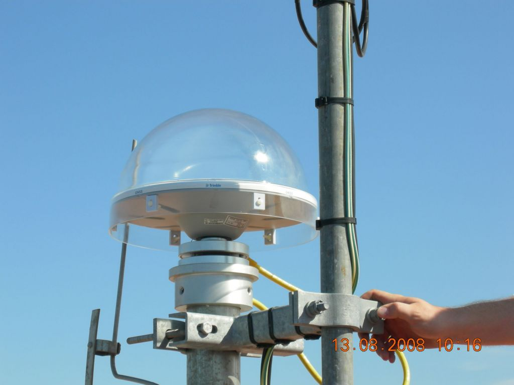 The antenna is 1.0 m above the roof and about 15 m above the ground.