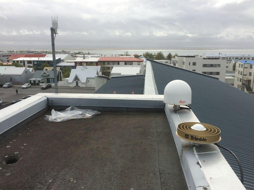 Antenna mount and new Vaisala meteo transmitter direction southwest