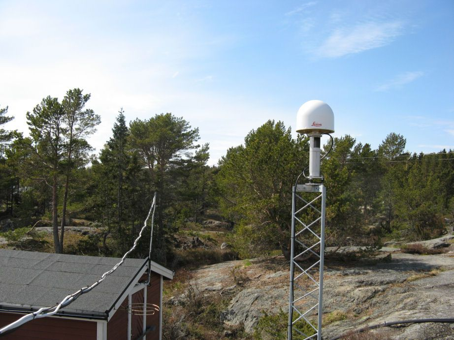 Antenna and top of monument.
