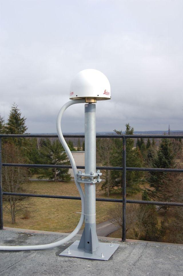 the antenna Leica 504 GG with radome LEIS.