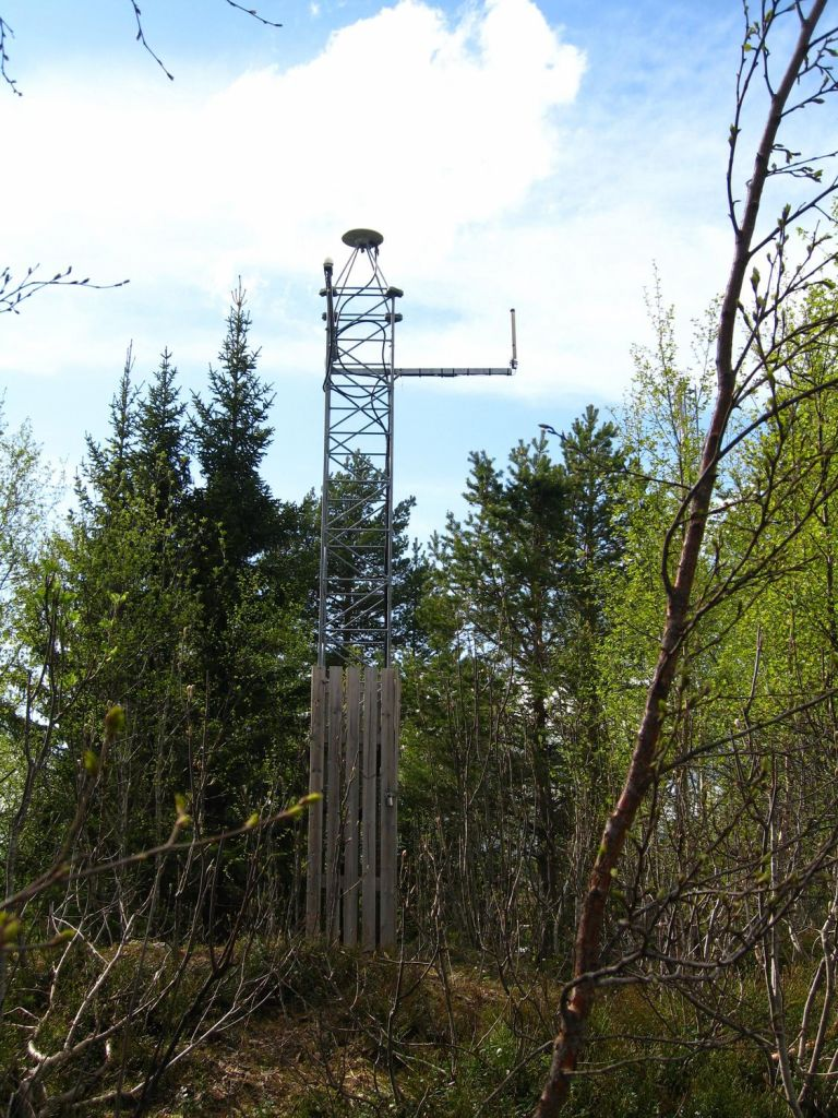 steel mast founded in bedrock, GNSS-antenna Trimble Zephyr Model 2.