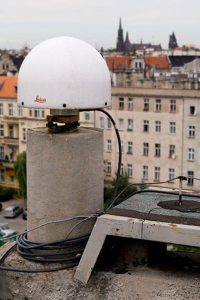 LEIAT504GG LEIS Choke Ring GG antenna of permanent station.