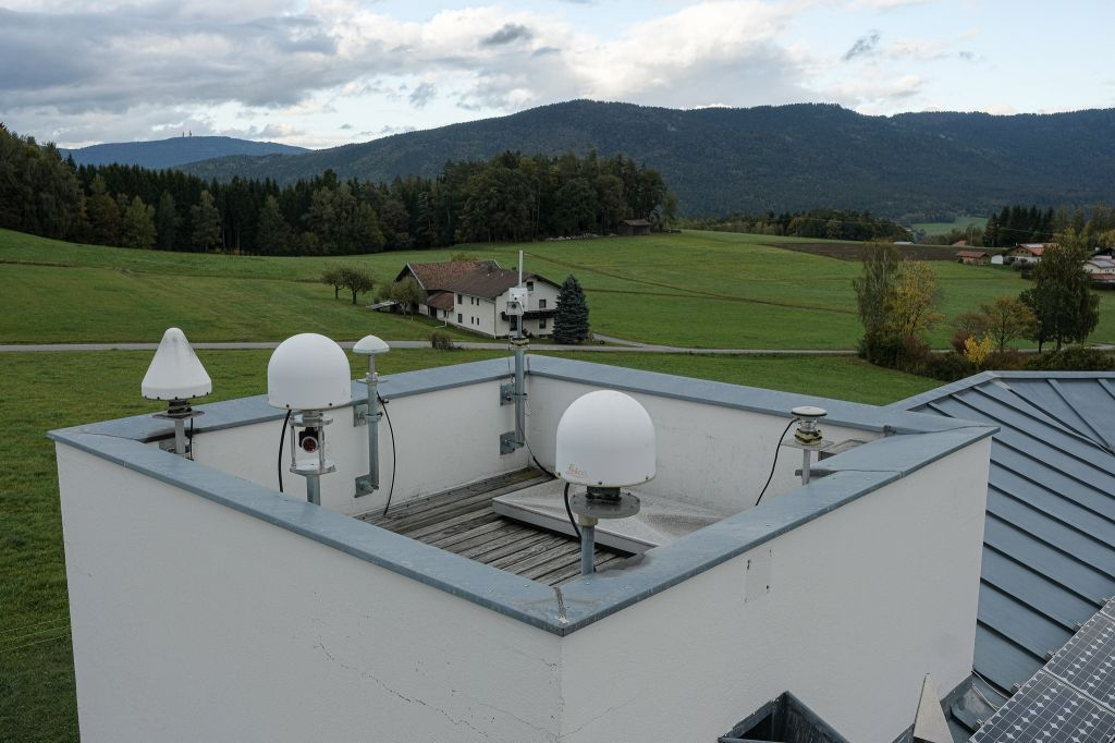 GNSS Tower at GOW with WTZR, WTZZ and WTZA direction north