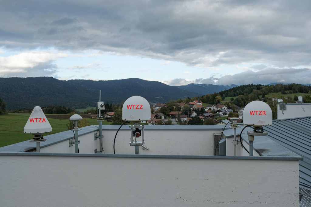 GNSS Tower at GOW with WTZR, WTZZ and WTZA direction east