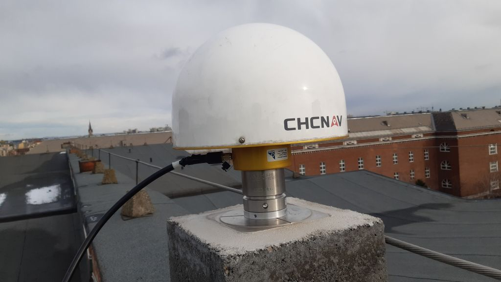 BME1 equipped with a CHCC220GR2      CHCD individually absolute calibrated antenna manufactured by CHCNAV.