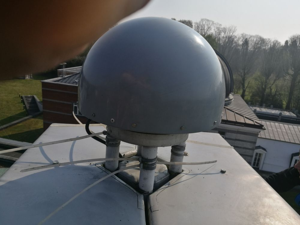 SCIS radome has been installed on the antenna to reduce the tracking degradations caused by birds.